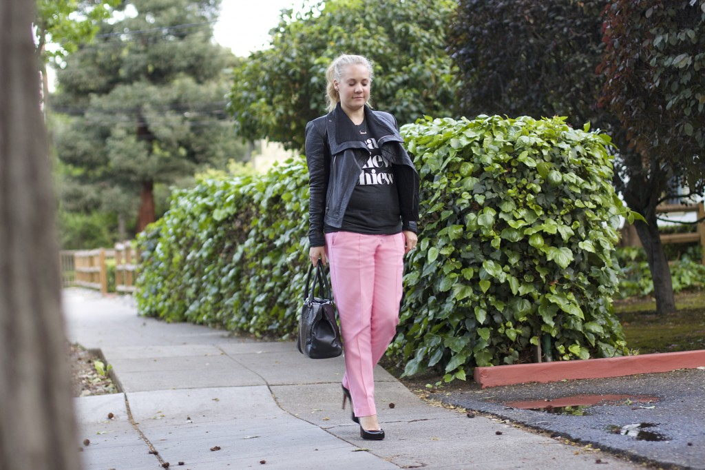Sincerely Jules, Graphic tee, styling a graphic tee, pink trousers, work week, outfit ideas, styling tips