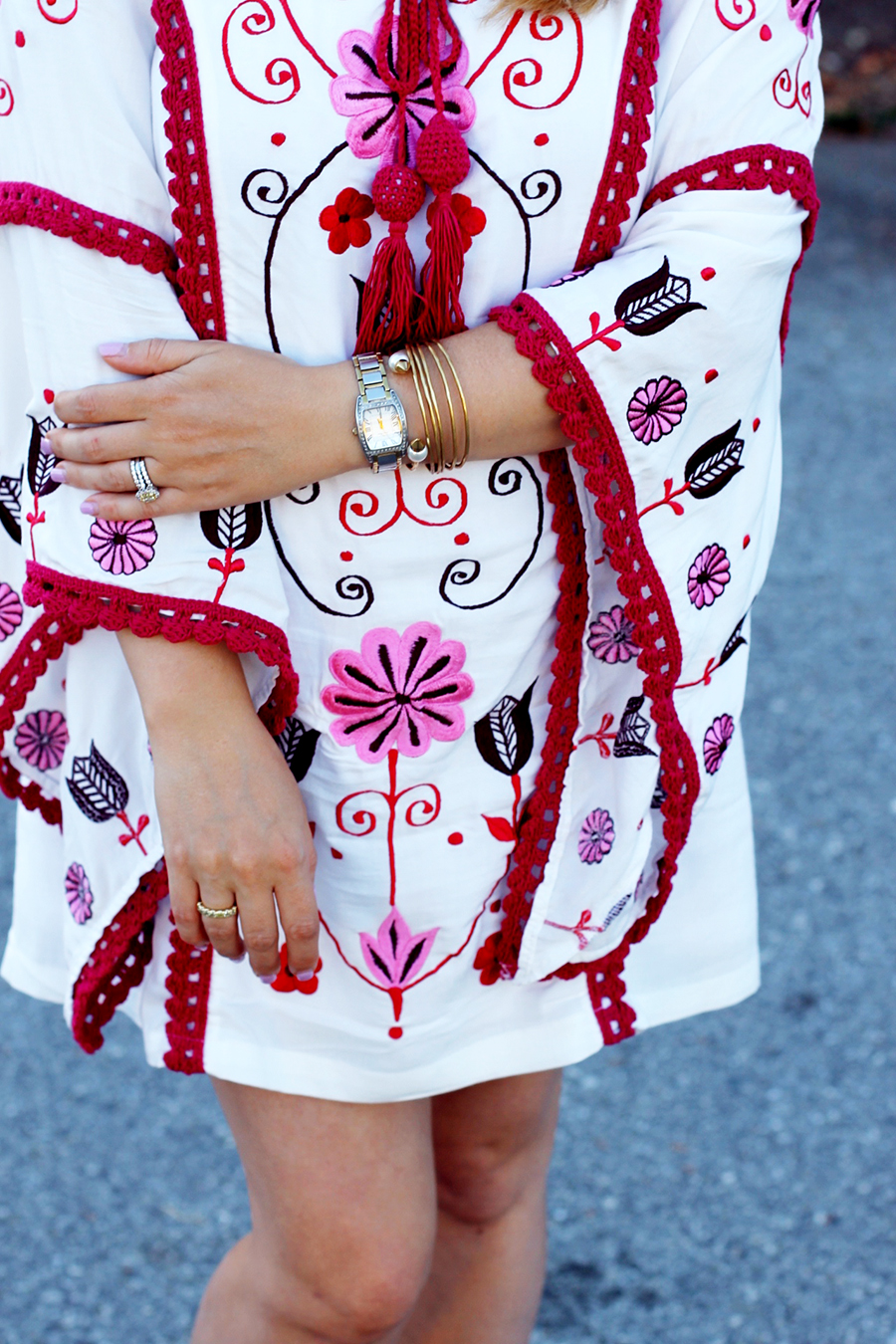 bell-sleeve-maternity-dress-bohemian-style-dress-outfit-inspiration-9