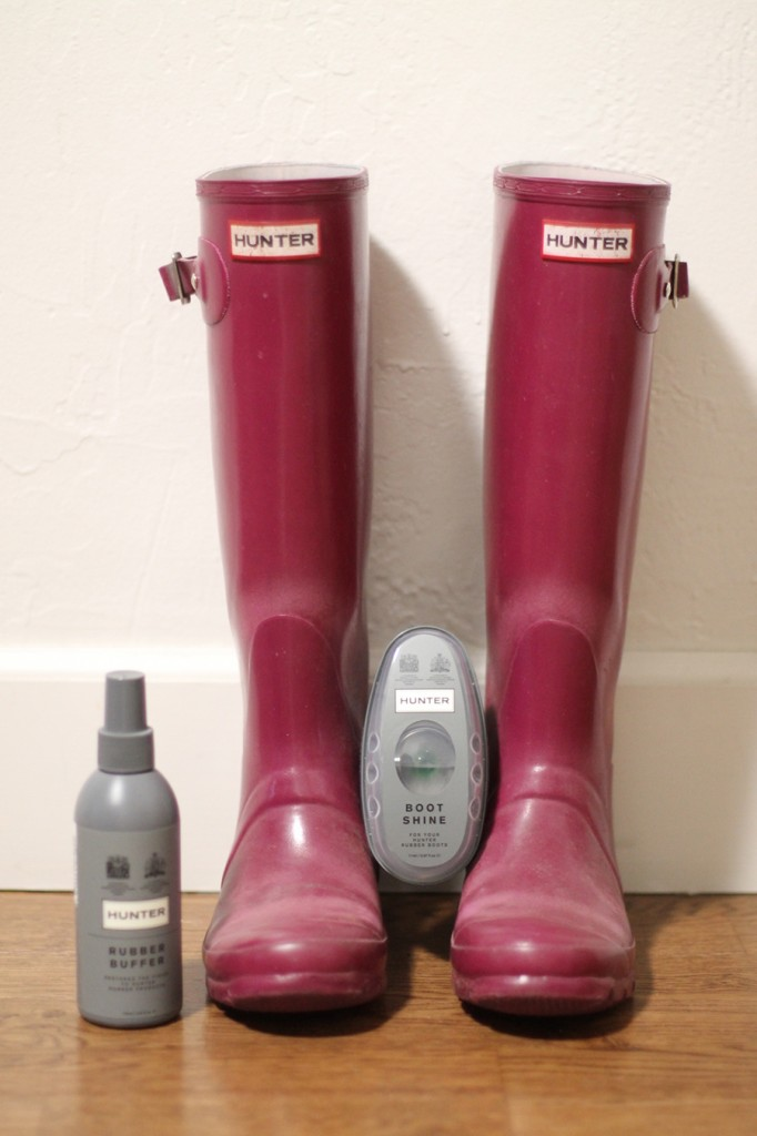 How to get your hunter boots looking new again-hunter boots-rubber boots buffer-diy-rubber boots shiner 2