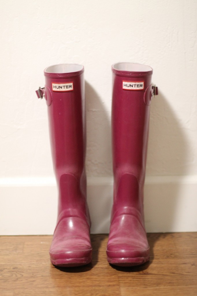 How to get your hunter boots looking new again-hunter boots-rubber boots buffer-diy-rubber boots shiner