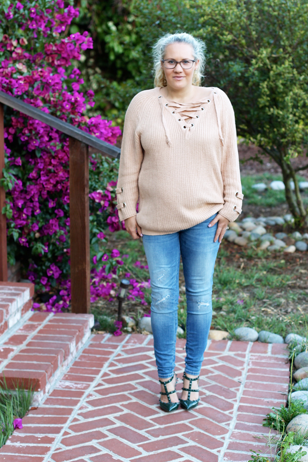 lace-up-sweater-chicwish-outfit-inspiration-mom-style-fashion-blogger-have-need-want-3