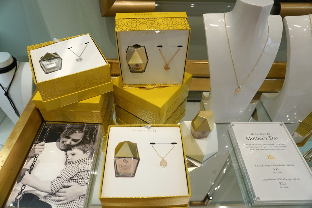 Mother's Day Gift Guide with Santana Row-Kendra Scott-Personalized Mother's Day Gift Ideas-Gift Boxes