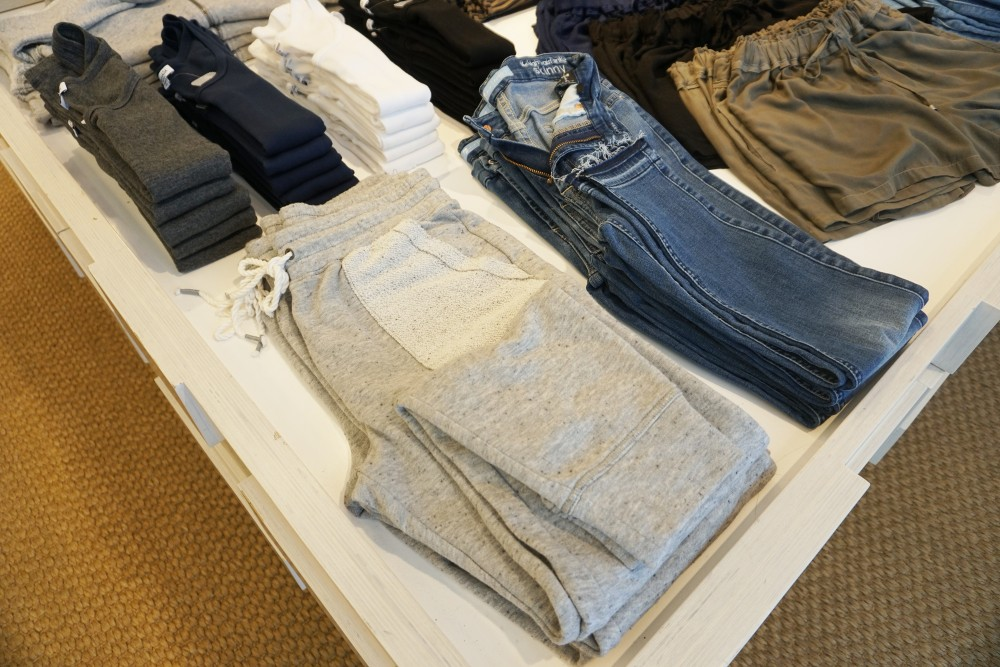 Mother's Day Gift Guide with Santana Row-Splendid-Athlesiure-Splendid Sweatpants-Gift Ideas for Mom