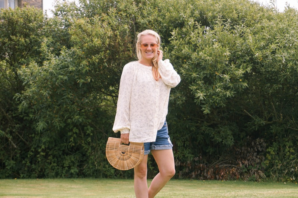 Off Duty Outfit-Daily Outfit Inspiration-Blogger Off Duty-Mom Style-Vince Button Down Blouse-Cult Gaia Bag-Have Need Want 6