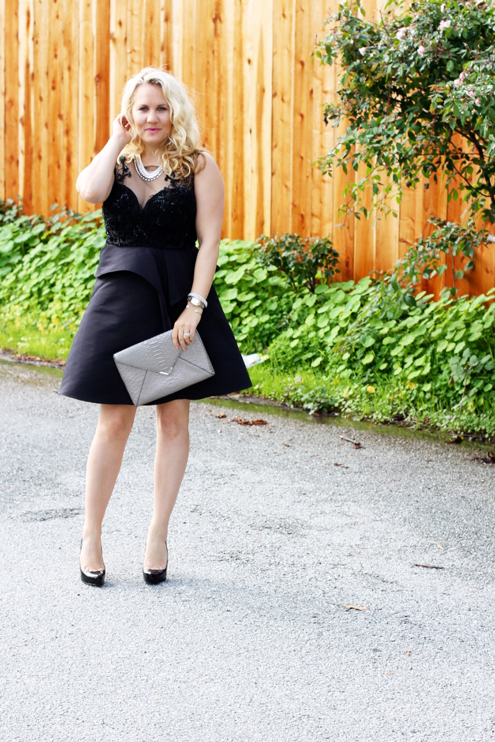 warmest-wishes-this-holiday-season-have-need-want-holiday-style-lbd-outfit-inspiration-12